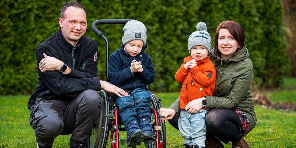 Man kommer aldrig över sorgen över ett förlorat barn men man kan lära sig att leva med den, säger Ida Carlsson som tillsammans med Stephan Dahlin blev förälder till två tvillingpojkar för snart sex år sedan. Båda hade hjärnblödningar och lille Alve dog av sina skador.