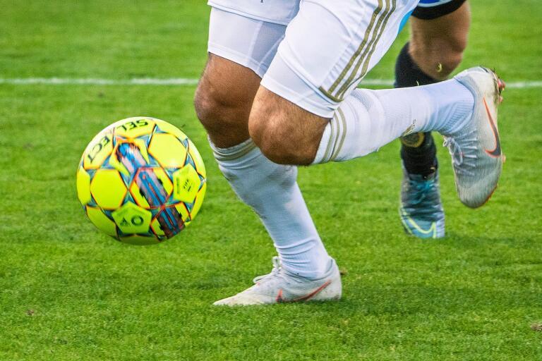 Lägre fotbollsserier startas om resor tillåts
