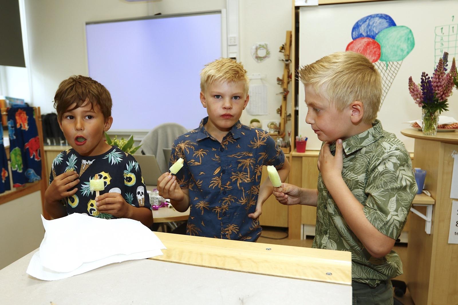 Det var inte fullt lika roligt som det lät att äta en isglass så snabbt som möjligt. Det kan Lucas Cakir Thor, Leon Torkelsson och Nils Lundgren i första klass på Dalstorpsskolan intyga.