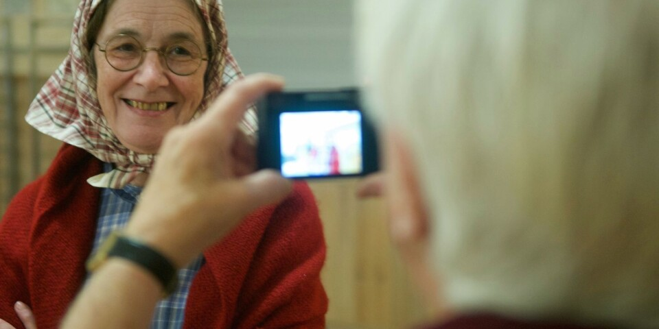 """""""Ett leende om jag får be."""" Annka Hjalmarsson förevigar Ola-Hilda, alias Irene Israelsson."""