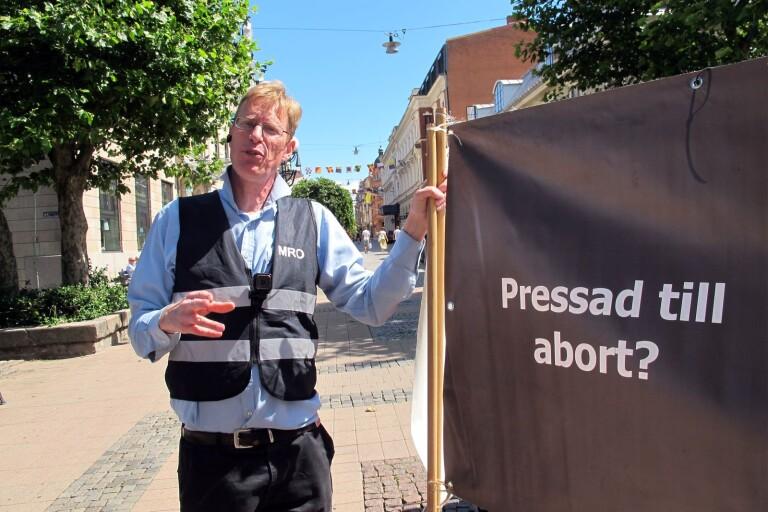 Abortmotståndaren Mats Selander, som grundat pro-lifeorganisationen MRO, är på sommarturné.