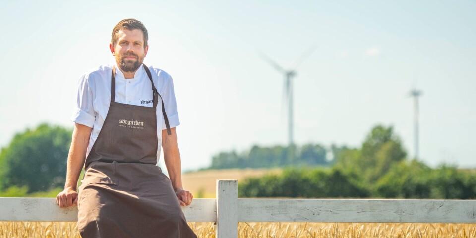 Jonathan Nordström flyttade till Sörgården med sin sambo för sju år sedan. Nu driver han restaurang där.