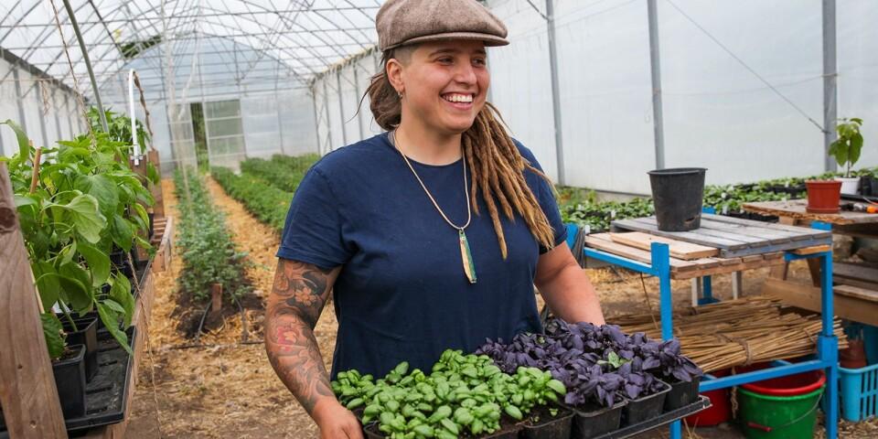 Angelika Jakimowicz menar att REKO-ringen ett smidigt sätt att sälja sina grönsaker lokalt och utan mellanhänder.