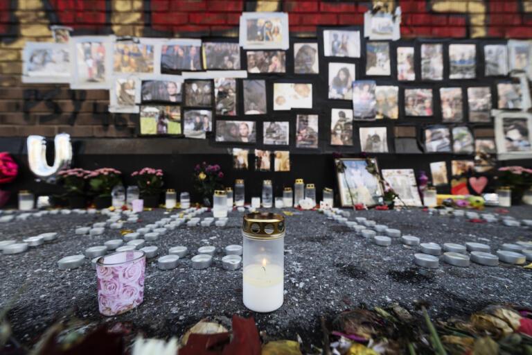 Minnesplatsen i Fisksätra för kvinnan som sköts till döds genom ett fönster i en bostad i Vällingby natten till den 28 augusti 2019. Arkivbild.