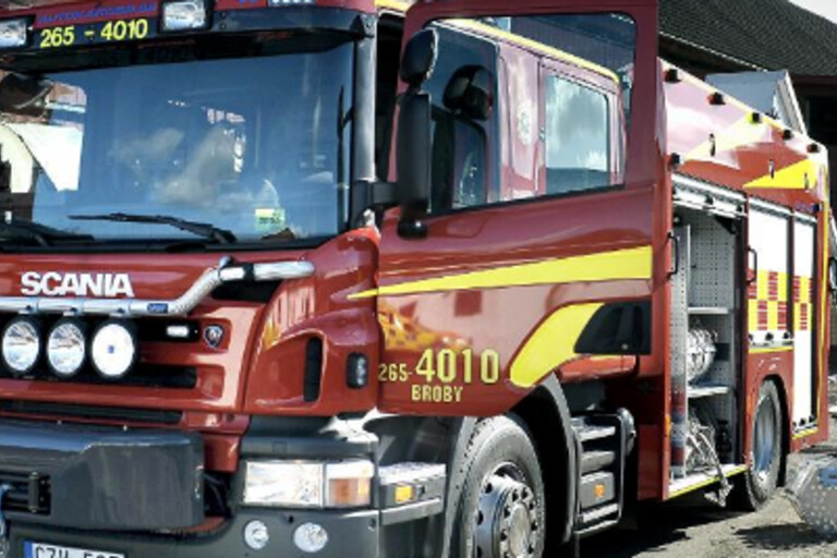 Personbil brann i korsning – förbipasserande släckte