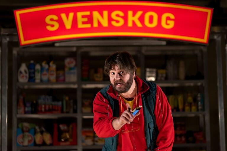 """Peter Jansson gör alla roller i """"Bygdens söner"""" som framförs i Alböke den 3 oktober."""