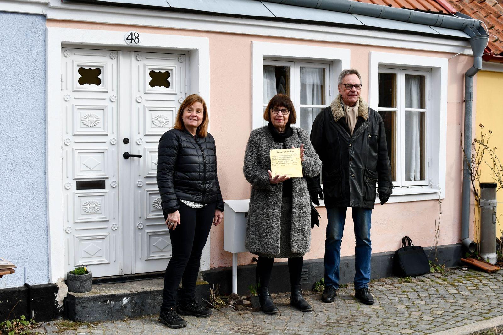 Anna Holms barnbarnsbarn Susanne Rudstedt och barnbarn Ann-Marie Baadstöe Holm och Lars Holm.