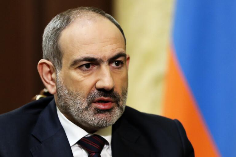 Armeniens pressade ledare flörtar med Ryssland