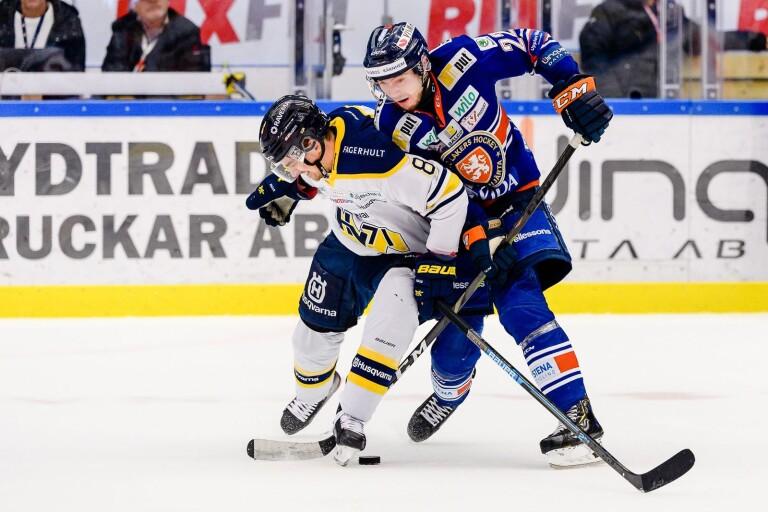 Nils Andersson här i närkamp med Jakob Forsbacka Karlsson.