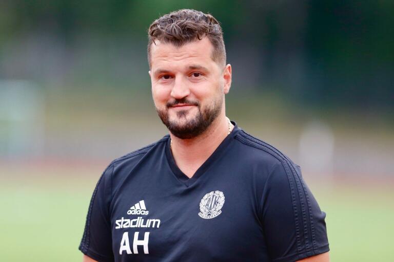 En driven Agim Hasani tar över Oskarshamns AIK efter John Allen.