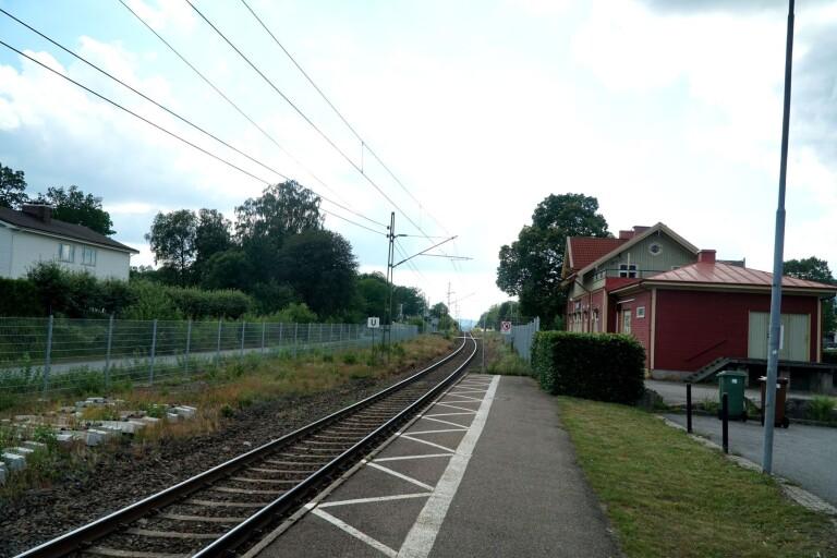 Töllsjöelever som ska till Hulebäcksgymnasiet i Mölnlycke eller gymnasier i Göteborg vill ha en förbindelse Töllsjö–Bollebygd så att de kan ta sig vidare med buss eller tåg från Bollebygd.