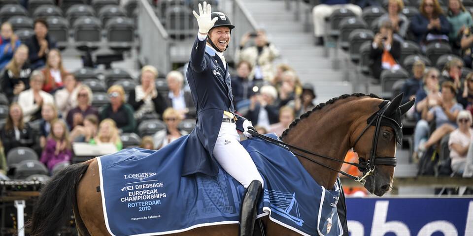 Patrik Kittel och Well Done firar EM-bronset efter personbästa i grand prix. Nu väntar specialen i den individuella tävlingen.