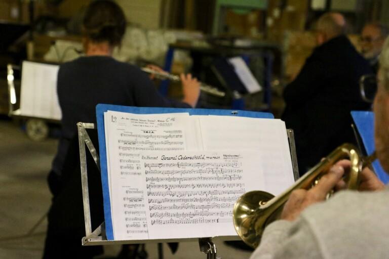 Orkesterns coronalösning: Spelar i maskinhall