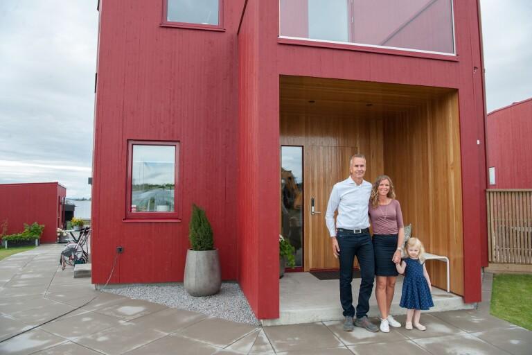 """De bor i den röda villan: """"Vi gillar den moderna stilen"""""""