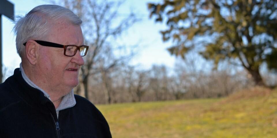 """""""Det här är min föräldragård. Ursprungligen kunde man leva på sju hektar – med fem, sex kor och så bärodling"""", berättar Hans Karlsson."""