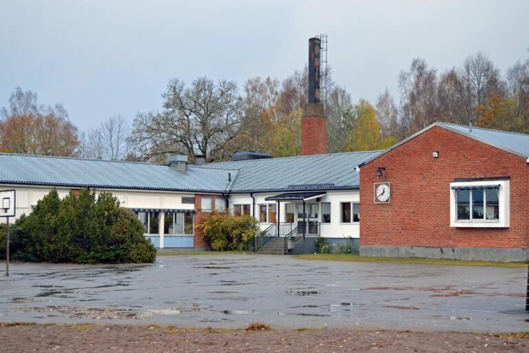 Skola stänger på grund av personalbrist – ett bekräftat fall av covid-19