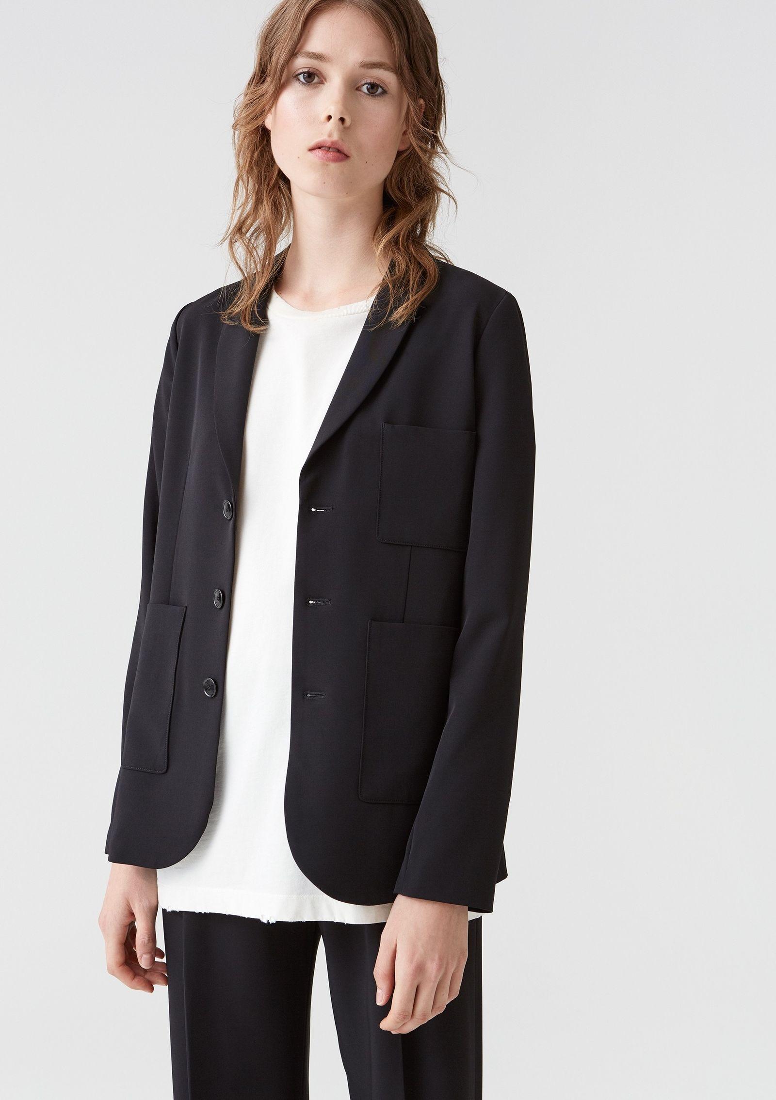 Både linnet och t-shirten kommer vara hus snyggt som helst till kostym. Från svenska Hope kommer kavajen Prime (PP & Co).