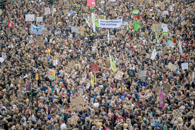 Hamburg kan inte vänta. Tusentals deltog i en av 400 klimatstrejker i Tyskland som hölls under fredagen. I drygt 120 länder väntar likartade manifestationer.