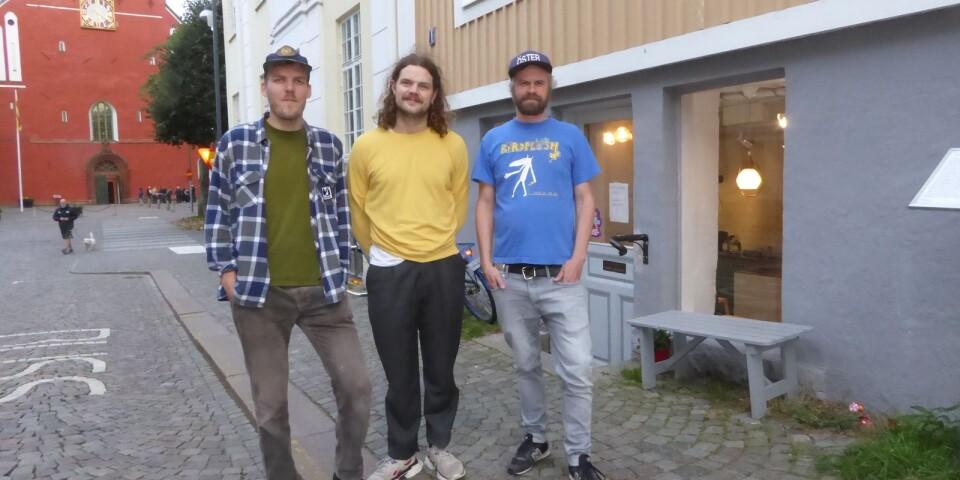 På fredag slår Rundgång i Uffes källare upp portarna till sina nya lokaler på Sandgärdsgatan. Ett bra läge, konstaterar Hampus Persson, Jakob Engström och Åskar Lilja.
