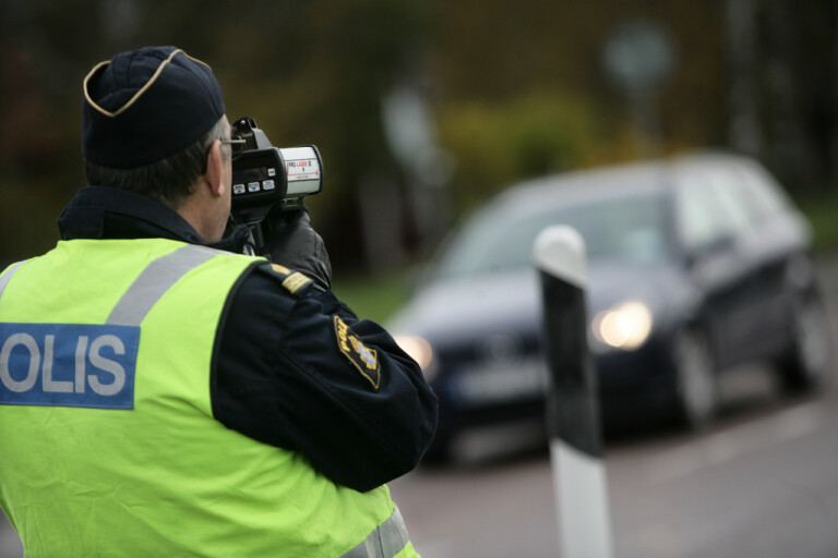 Polis lät bekant behålla körkortet – åtalas