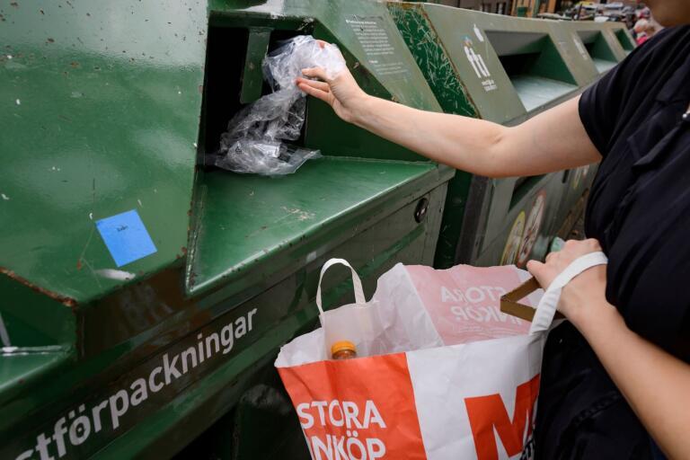 Planerna på att lägga ner kommunens återvinningsstationer väcker ilska på flera håll.