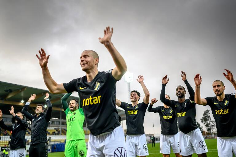 AIK och alla andra elitlag kan få spela tävlingsmatcher i sommar, enligt uppgifter till Expressen och Aftonbladet.