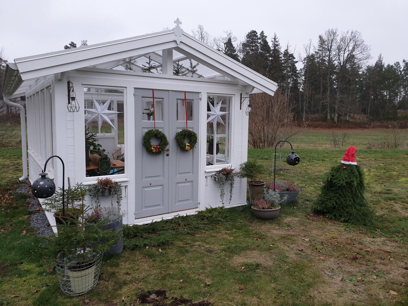 Pepparkakshus av familjen Wyckman från Oskarshamn som byggde sitt nya växthus i miniatyr.  Så här ser växthuset ut i verkligheten.