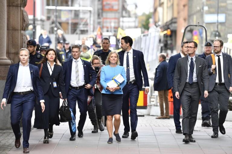 Svenska folket skuldsätts för att rädda regeringen