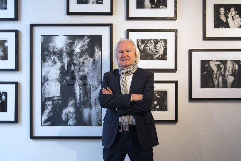 Hasse Persson framför några av sina foton från 1979, fotade på Studio 54. Hasse Persson har räknat ut att han tillbringade omkring 100 nätter på klubben.