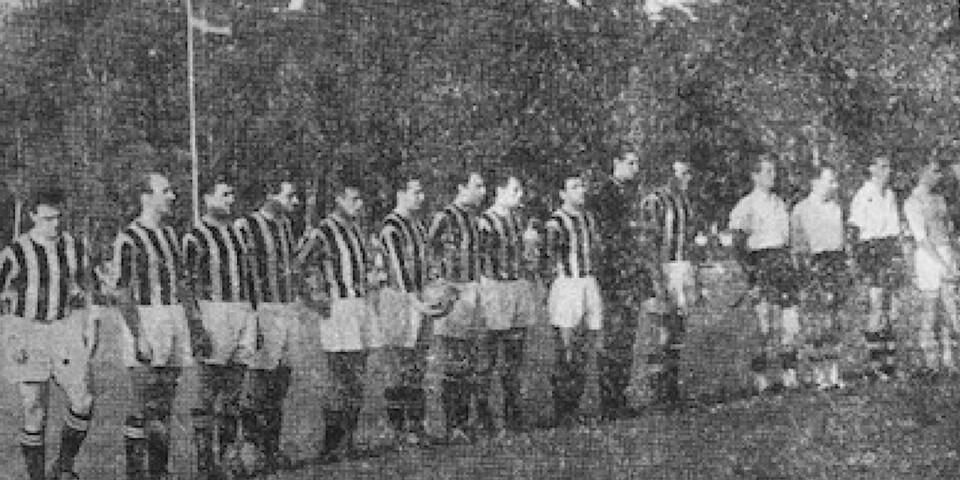 Udinese och IFK Kristianstad inför matchen med lagkaptenerna Bengt Lindskog och Sture Nylander vid sidan om varandra.