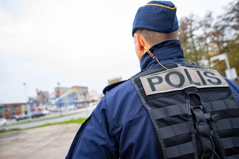 """16-åring på trimmad moped rammade polis: """"Var sen till skolan"""""""