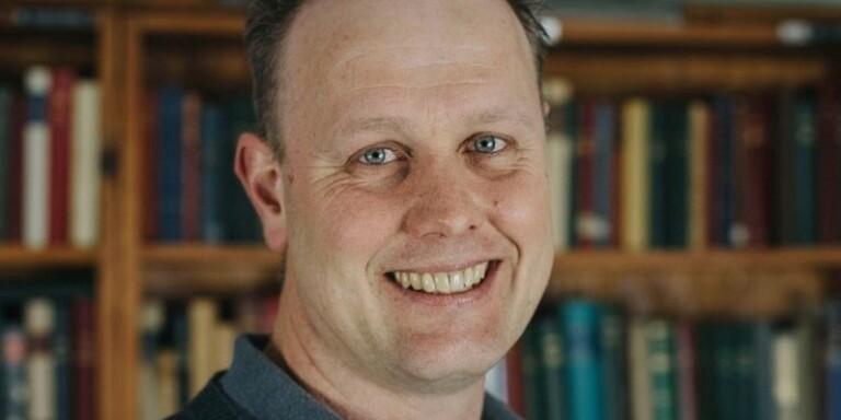 Johan Åhlund (C) är vice gruppledare i Mörbylånga kommunfullmäktige. Tillsammans med partiets ordförande Jessica Jämtin vädjar han om ett bättre samtalsklimat mellan politikerna.