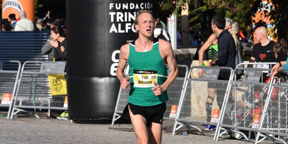 På asfalten i Valencia krossade David Nilsson sitt tidigare marathonrekord med nästan 1 minut och 42 sekunder.