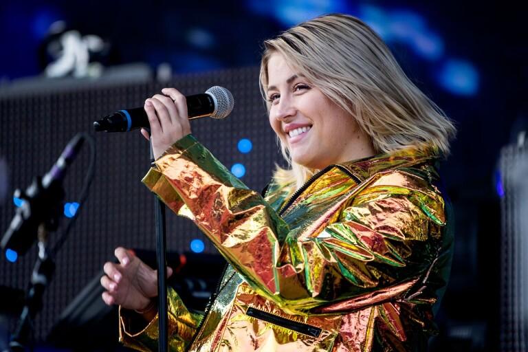 Molly Sandén flyttar showerna –Växjö först ut