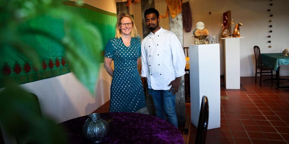 För att förstärka känslan har ett av rummen inretts i indisk stil med färgglada tyger och inredningsdetaljer.
