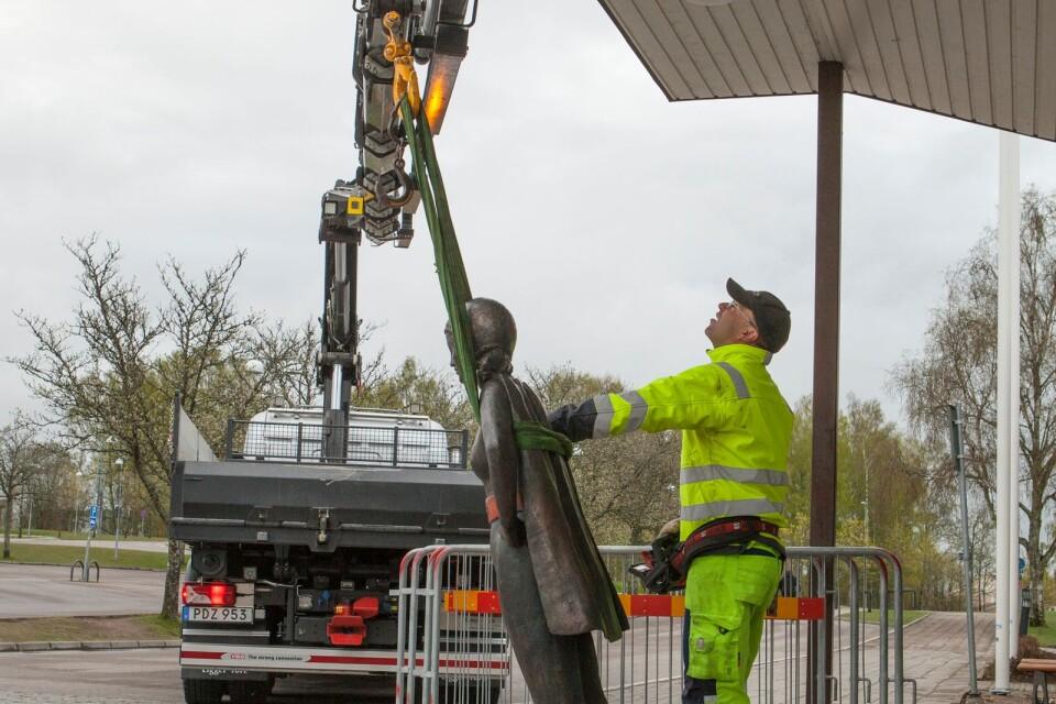Statyn har flyttats ett flertal gånger de senaste tre åren.