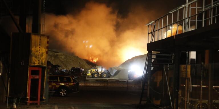 Under söndagen utbröt en kraftig brand i Norrköpings hamn.