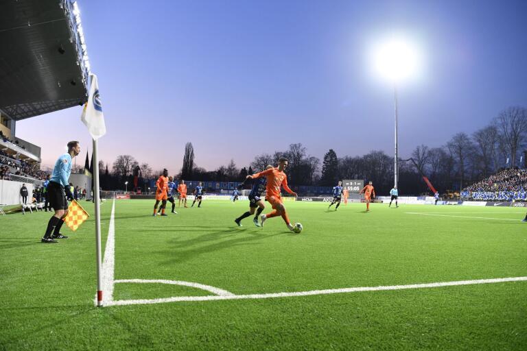 Fotbollskunskap och tur gjorde att fem spelar från Oskarshamn vann 3,7 miljoner på Europatipset i helgen.