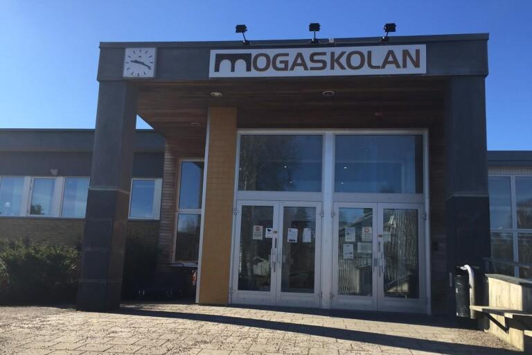 Det var inne på Mogaskolan som en elev ska ha tagit stryptag på en annan i slutet av förra året. Bilden är en arkivbild.