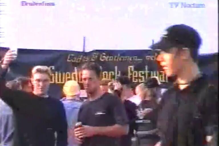 En skål för första Sweden Rock Festival! Bilden är ur tv-programmet Drudenfuss som gjorde ett inslag från vimlet, och som finns att hitta på Youtube.