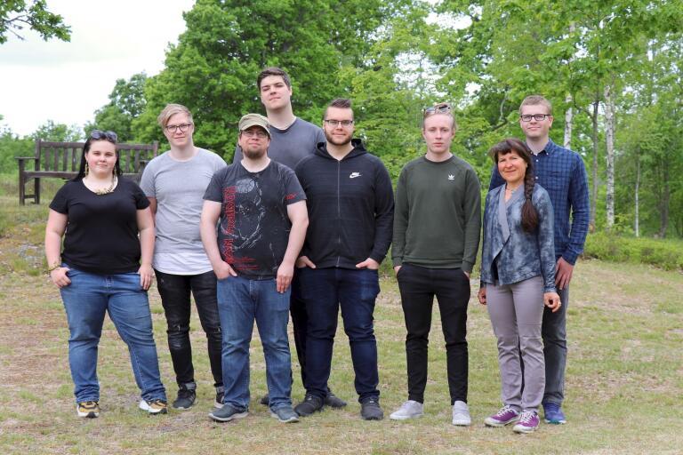 Hultsfred - Sex 3D-tekniker, plus två CNC-tekniker, tog examen i Hultsfred: Linnea Olsson, Linus Lorensson, Patrik Molander, Kevin Dehlin, Johannes Härkönen, Victor Ström, Olena Buchovska och Anton Sandberg.