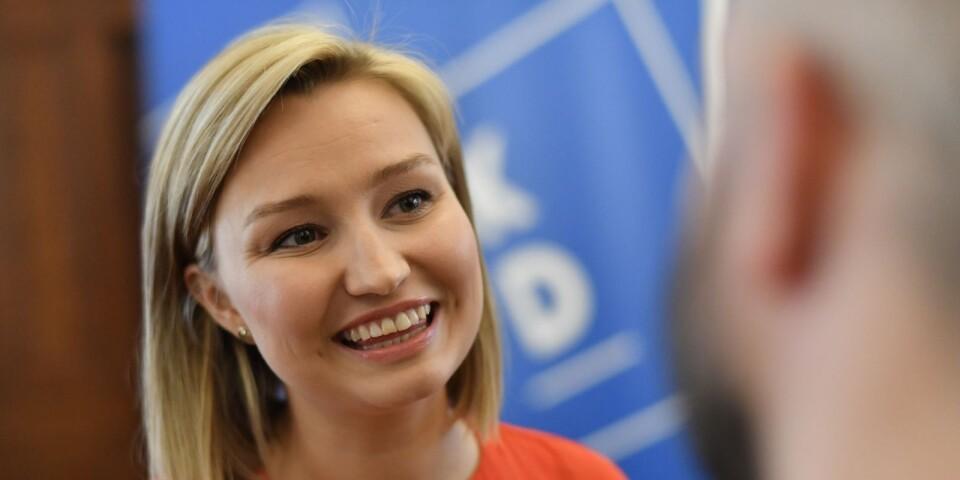 Först med att föreslå obligatoriska ankomstcentra för asylsökande: Ebba Busch Thor.