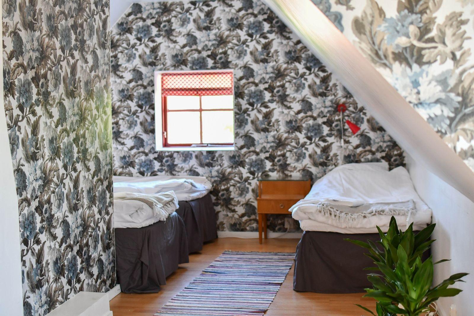 Rummen är namngivna efter vännerna som hjälpt till med renoveringen. Rummet på bilden har fått sitt namn efter Lisa.