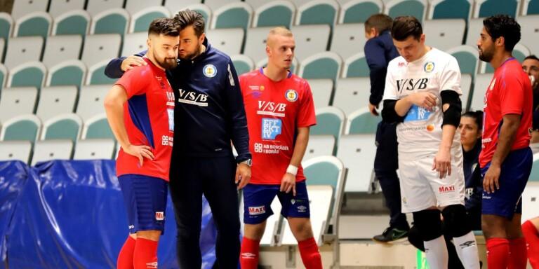 Irfan Delimedjac (t.v) fick under fredagens bortamatch syna sitt andra röda kort under säsongen. Edin Filipovic (i mitten) gjorde sin andra match på lån från IFK Göteborg och noterades för två assist. Arkivbild.