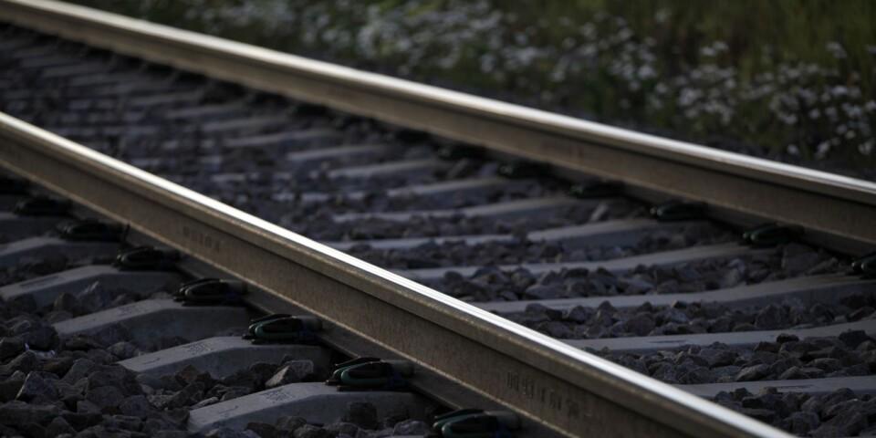 Risken fanns för tågurspårning efter att någon lagt makadam på rälsen, tre dagar i rad.