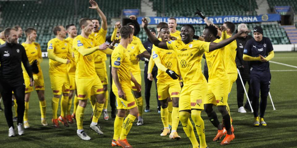 Halmstads spelare jublade efter 6–0-segern borta mot Gif Sundsvall som betydde uppflyttning till allsvenskan.