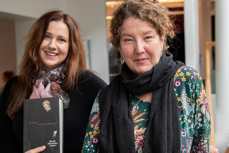 """Författaren Anna-Karin Palm, till höger, gästar Marie Magnusson i podden """"Bokstavligt talat""""."""