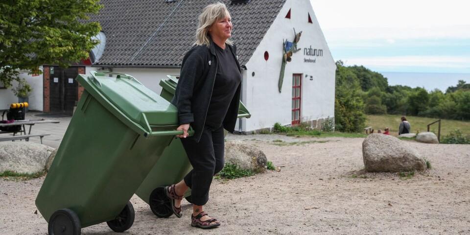 Line Nordanvarg, föreståndare på Naturum, konstaterar att nedskräpningen på Stenshuvud i sommar varit värre än någonsin. – Istället för att syssla med naturvårdande arbete har vi tvingats ta hand om sopor och agera parkeringsvakter. Det är inte meningen.