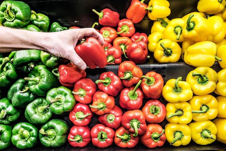 I matbutiken är konsumenten van vid att kunna välja – och vid att de flesta varor finns att köpa året om.