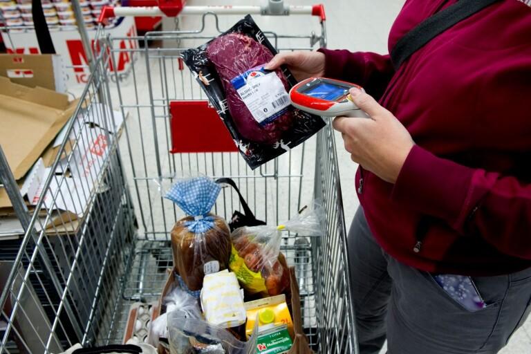 Lät bli att scanna matvaror – mannen frias men kvinnan döms